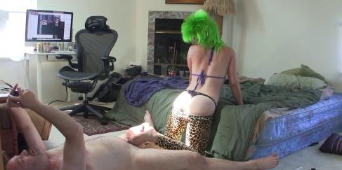 Yeşil saçlı porno starından şov