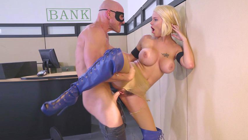 Webcamda erkek arkadaşına soyundu