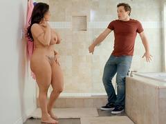 Banyoda ağıma düşürdüğüm hatunu sikiyorum