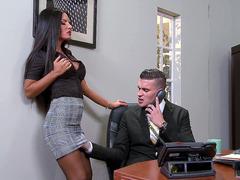 İş yerindeki erkeğe aşık olup siktiren sekreter