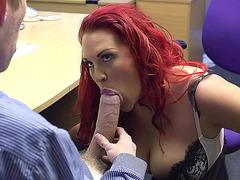 Kızıl saçlı seksi sekreter pornosu izle