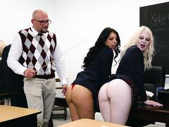 Öğretmenlerinden seks konusunda bilgi almak istediler