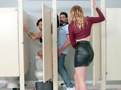 Tuvalette seks yaparken Giselle Palmer yakaladı