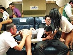 Uçakta grup porno