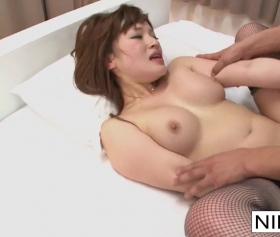 Asyalı lezbiyenlerin eğlencesi bir adam tarafından kesildi