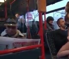Otobüste azan sevgilisini herkesin ortasında becerdi