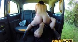 Taksiye aldığı kadını soyup soğana çevirdi