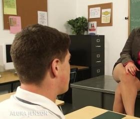 Öğretmenin hareketleri liseli adamı tahrik etti
