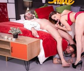 Ev hanımı gidince kocasına bir sakso çekiyor