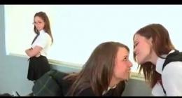 liseli kızlar, yaraksızlıktan deliriyorlar