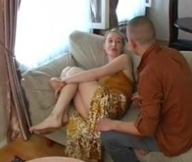 Rus üvey annesini sikmek için her yolu denedi