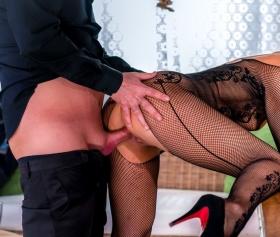Sekreter olacak sarışın kız 69 pozisyonunu seviyor