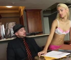 seksi sarışın kızı acilen sikmek gerekiyor
