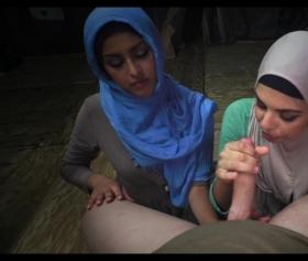 Amatör hijab kızları grup sikişte gayet başarılı