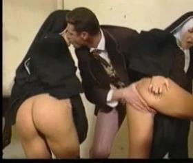 Analı kızlı kilisenin papazına verdiler, rahibe porno