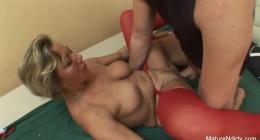 Babaannesini siken hayırlı torun, mature porn