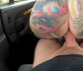 Gökkuşağı gibi götünü sikmek taksiciye yaradı