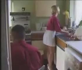 Halasını mutfakta sıkıştıran adam fena kökledi