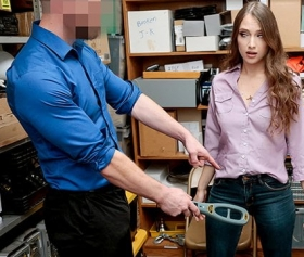 Hard porn, hırsızlık yapan çıtırı istediği pozisyonda sikmek hakkı