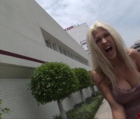 Hayat kadını ile seksi bir pazarlık yapılıyor