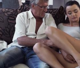 Hd porno, kankasının babasına iş koyan esmer, trip atıyor, android porno izle
