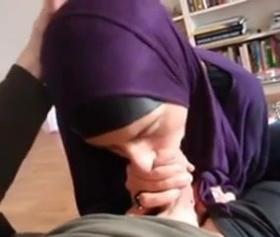 İskandinav kadınları tarafından yapılan itaatkar pornoları, hijabi seks