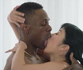 Japon ve zenci birleşimi akıllara zarar bir seks pozisyonu doğurdu