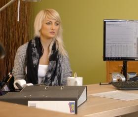 Katy Rose, paraya ihtiyacı var, çaresiz kalıp iş adamına domaldı
