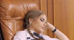 Körpe liseli uyurken zorla sikiyor hatunu