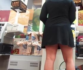 Marketteki olgunun malı yerinde, upskirt porn