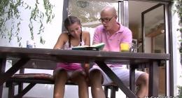 Öğretmeni ve kızını sikişirken basan baba fena girişti