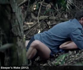 Ormanda tek gezeni, koruyucular affetmeden indiriyor