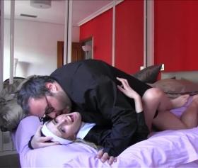 Puta Locura, yeni aldığı yatağında kocasını aldatıyor