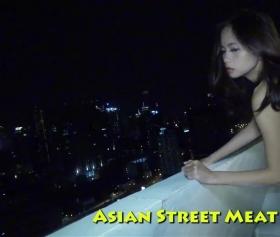 Taylandlı çıtırı, yıldızlı havada balkonda inletiyor