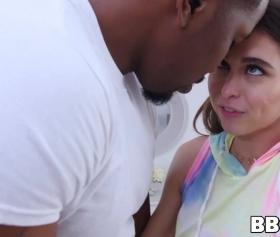 Yeni pornolar, tadını Riley Reid ile unutturmuyor