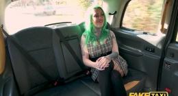 Yeşil saçlı müşterisine, taksi şoföründen seks yapma tavsiyesi
