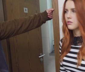 18porns, kızıl saçlı kızı ikna edebilirse fena sikecek