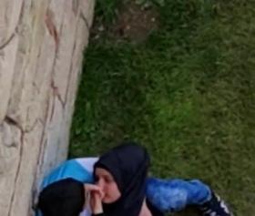 Arap hijab kızını duvarın dibinde götürüyor