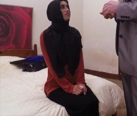 Arap müslüman türbanlı kızı utanarak para için seks yaptı