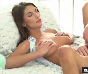 August ames ile tutkulu ve erotik bir sevişme filmi