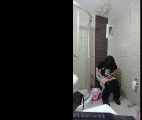 Bacımın tuvaletteki kameradan haberi yok, ifşa pornosu