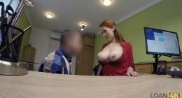 Büyük memeli sekreter kadın dikkat çekti