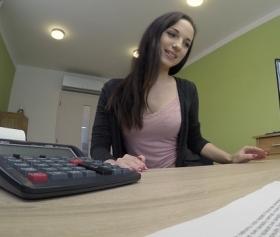 Eski çalışanı borç para isteyince fena sikiyor kızı, 4k porn