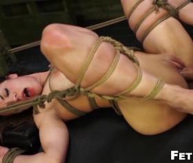 Fetiş porno, eli kolu bağlı kızla fetiş fantazi pornosu