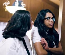 Genç kız kardeşler grup sekste gayet başarılılar