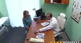 Hastasını kandırarak sikişe ikna eden sapık doktor pornosu
