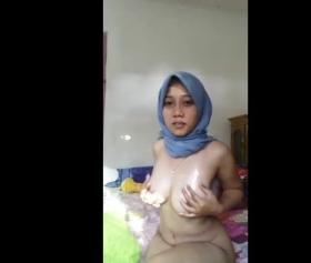Hijab sexi kızının mükemmel memeleri ateşli sikiş