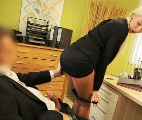 İş görüşmesinde sikilerek test ediliyor, işçi patron pornosu