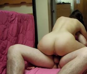 Kız kardeşiyle annesinden gizli gerçek sex yapıyor