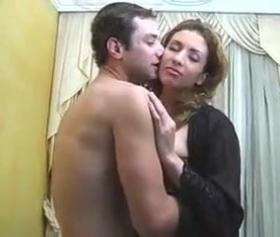 Kocasından gizli sikişerek zevk alan evli pornosu